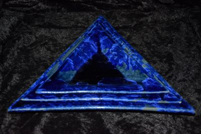 Lot de 3 assiettes triangulaires en porcelaine bleu-nuit