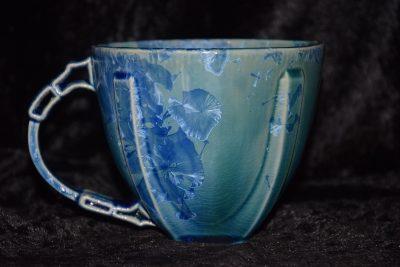grande tasse bleu avec des cristaux bleu-Atelier de la Volane