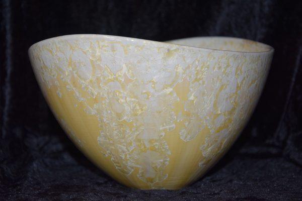 saladier en grès jaune avec des cristallisations blanc - Atelier de la Volane