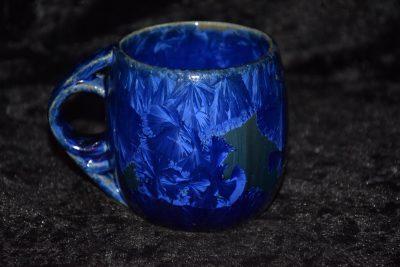 tasse en porcelaine bleu nuit