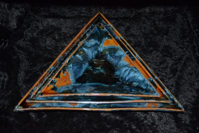 assiette triangulaire en porcelaine