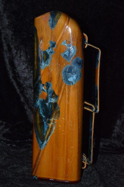 Carafe vase en porcelaine orange rouille avec des cristaux bleus