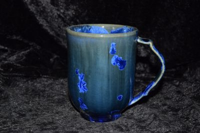 grande tasse en porcelaine bleu-nuit