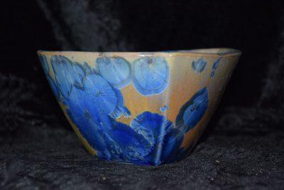 petit saladier triangulaire en porcelaine marron beige bleu