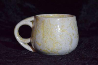 tasse à café grès blanc-jaune