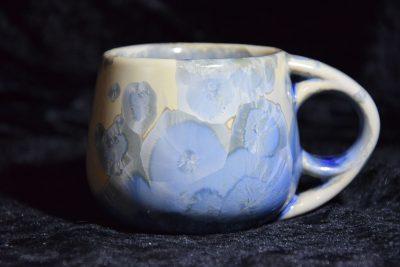 tasse à café en porcelaine gris-bleu anse ronde