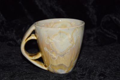 tasse à thé en porcelaine anse ronde beige or