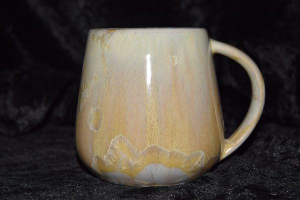 tasse en porcelaine artisanale anse simple beige or