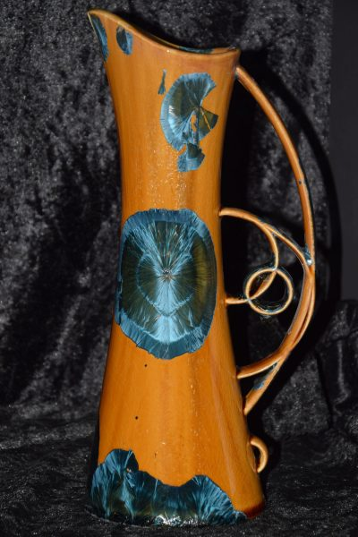 carafe élancée en porcelaine marron-cristaux-bleus
