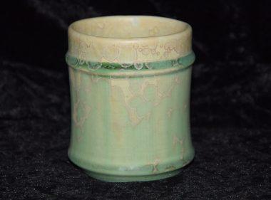 tasse en porcelaine artisanale sans anse vert pomme