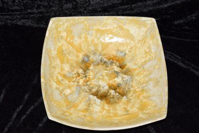 coupe carrée en porcelaine jaune-soleil