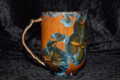 tasse-porcelaine-marron-cristaux bleus