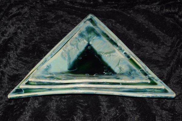 Jeu de 3 assiettes triangulaires en porcelaine vert émeraude