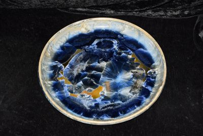 plat à gateau porcelaine cristaux bleu