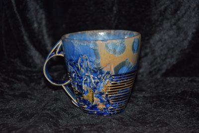 Tasse asymétrique porcelaine bleue