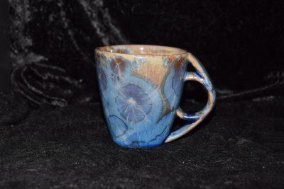 Tasse avec anse ronde porcelaine