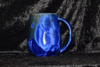 Grande tasse en porcelaine bleu électrique