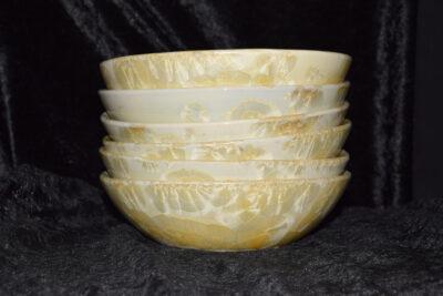 Jeu de 6 assiettes creuses jaunes en porcelaine
