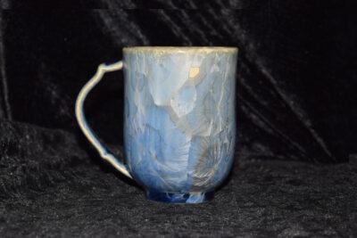 Tasse en porcelaine avec anse