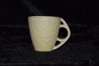 Tasse avec anse ronde porcelaine blanc mat