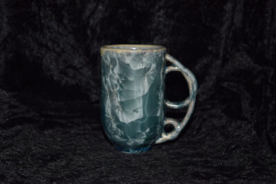 Tasse avec anse ronde en porcelaine gris bleu métallisé